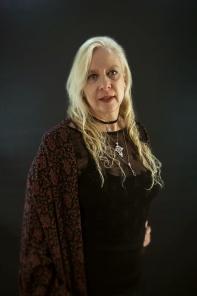 anya-wassenberg-black-shawl-1