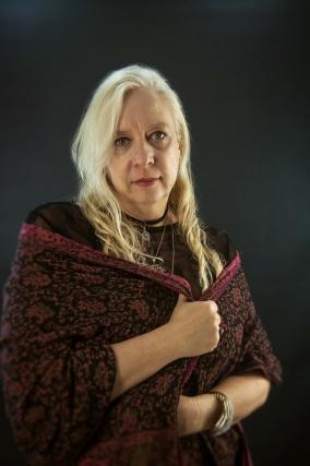 anya-wassenberg-with-shawl